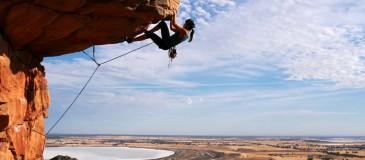 mulher-escalando